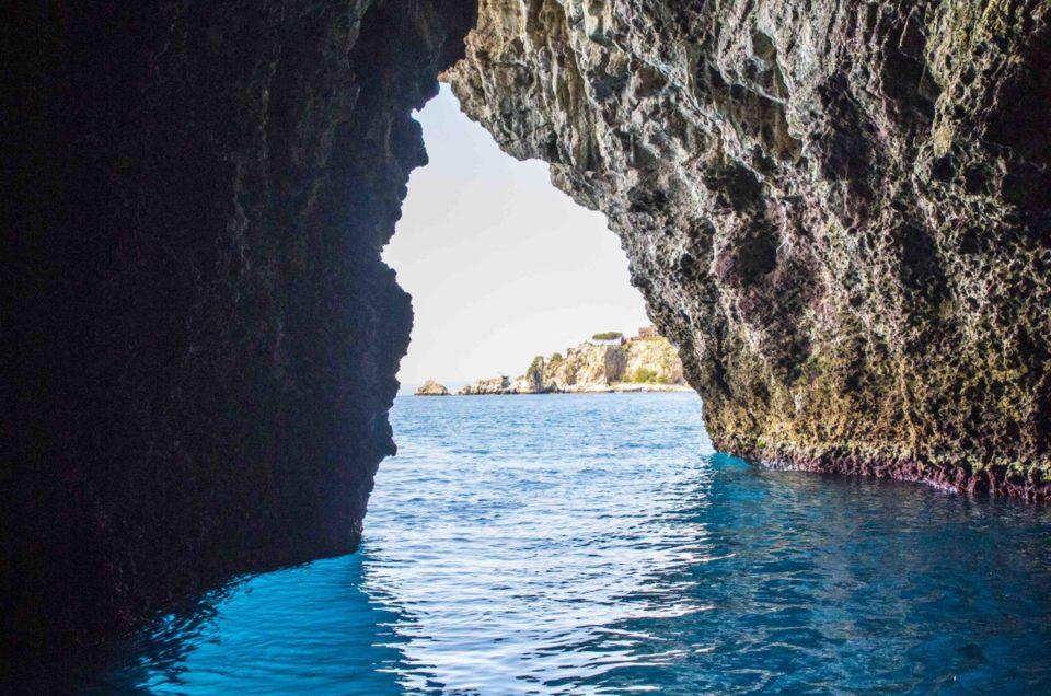 Голубая пещера